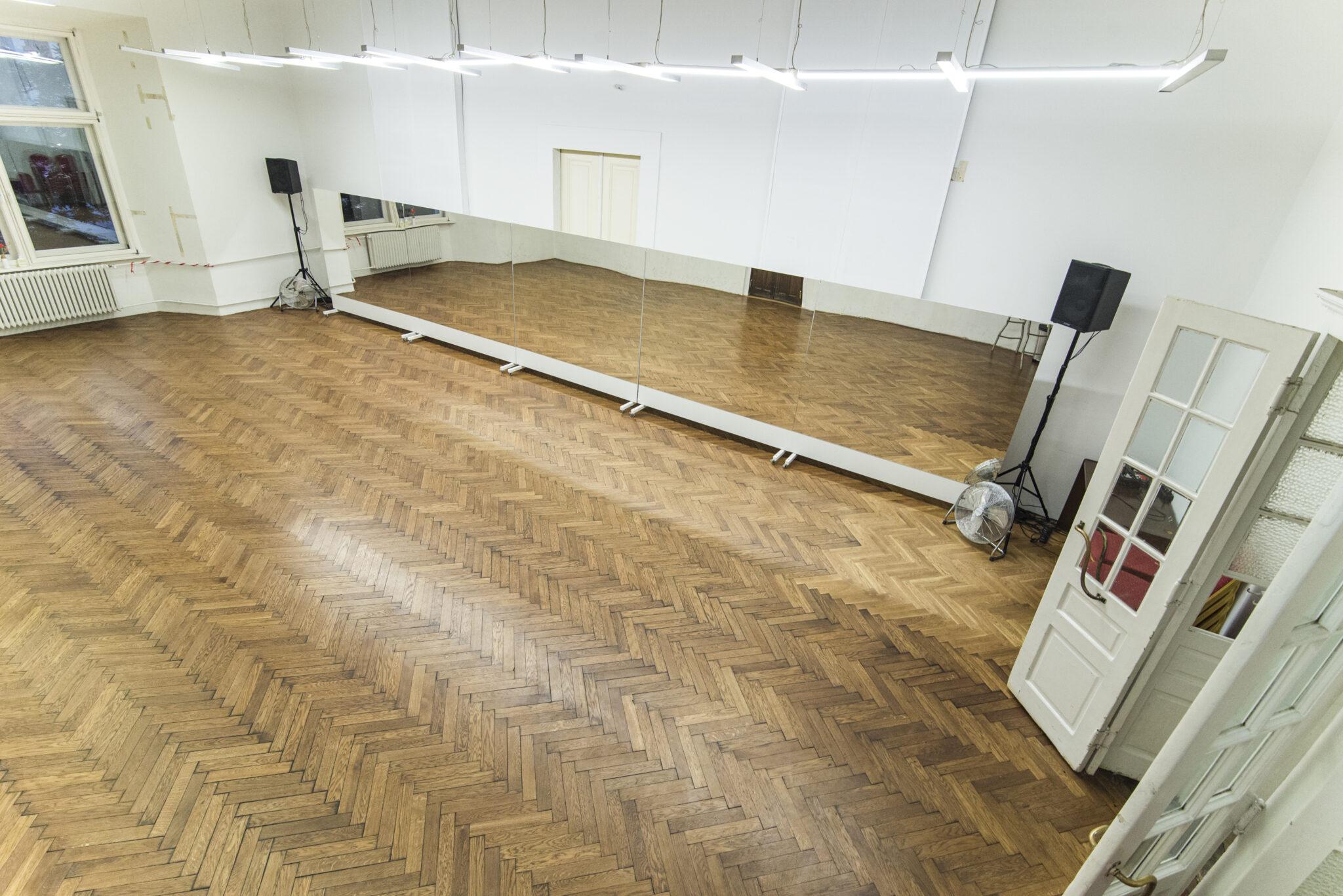 Sala Taneczna zlustrami nakółkach - 100m2